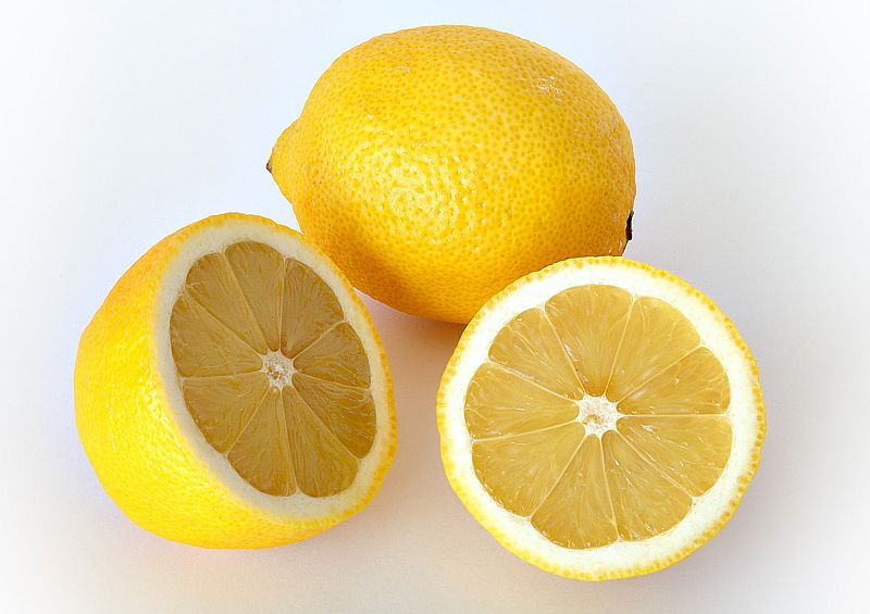 """Lemon is a quick, eye opening scent. Photo: """"Lemon"""" by André Karwath aka Aka - Own work. Licensed under CC BY-SA 2.5 via Wikimedia Commons"""